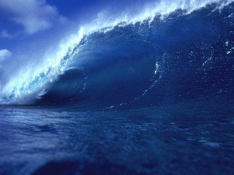 Looming Ocean Wave BigDaddyBlogger.com