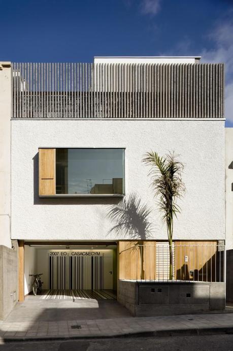 Casa C&E by Equipo Olivares Arquitectos