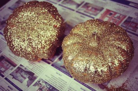 DIY tutorial: Glitter dipped munchkins
