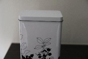 Containers for Storing Tea Leaves