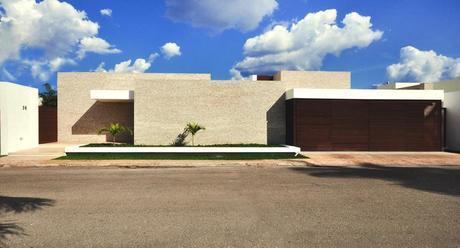 Rajuela House by Muñoz Arquitectos Asociados