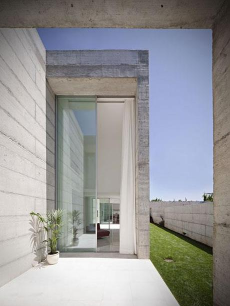 House in Moreira by Phyd arquitectura 8