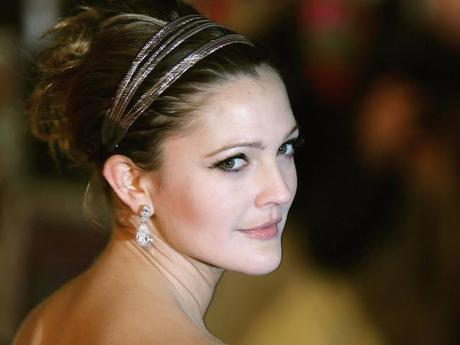 SSU Gossip/News : Drew Barrymore Launches Her New Makeup Line