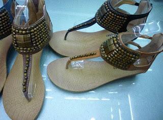 File:Bandra Shoe Market.jpg