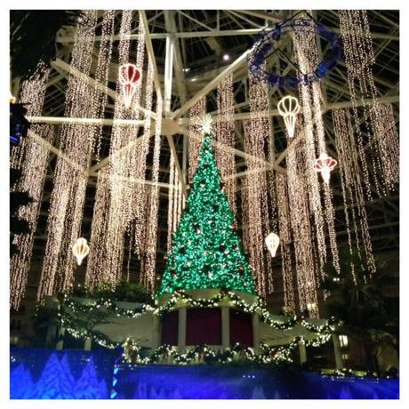 Gaylord Palms ICE! Frigid, Frustrating, Family Fun (like the rest of Christmas)