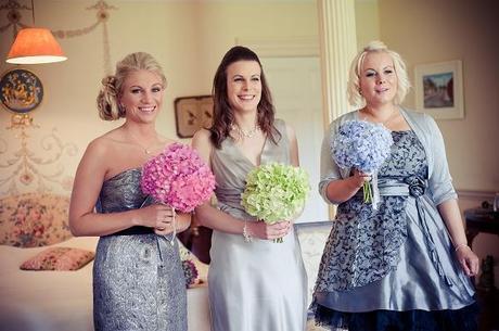 bridesmaids hydrangea bouquets