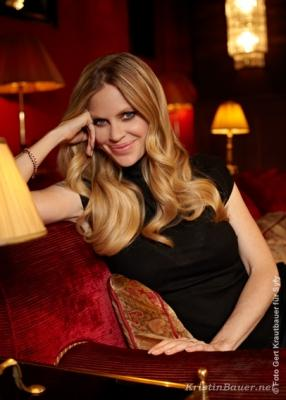 Kristin Bauer talks with SyFy Germany in five True Blood interviews