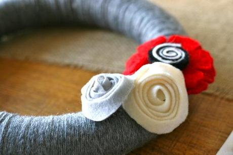 christmas party prep: diy yarn wreath