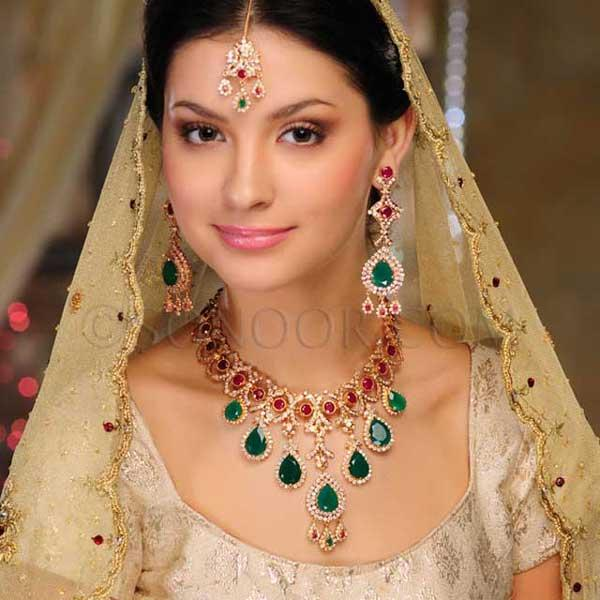 Incredible Pakistani Bridal Gold Jewellery Sets 600 x 600 · 45 kB · jpeg