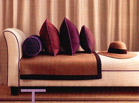Color roundup eggplant in interior design paperblog for Aubergine bathroom accessories