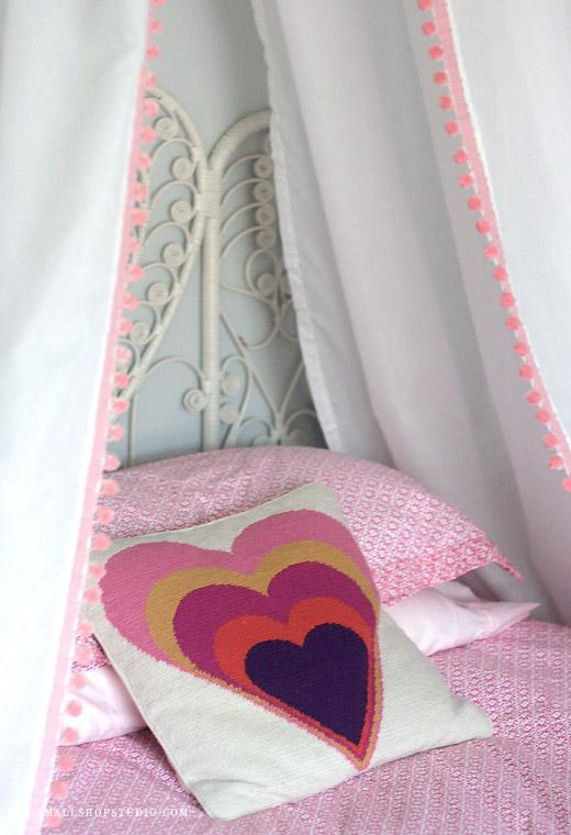 small-shop-diy-bed-tent-pillow