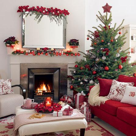 decor red and white christmas2 Decorate for Christmas with Red and White HomeSpirations
