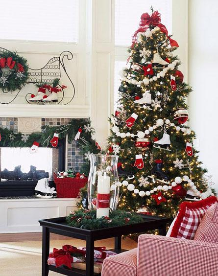 decor red and white christmas1 Decorate for Christmas with Red and White HomeSpirations