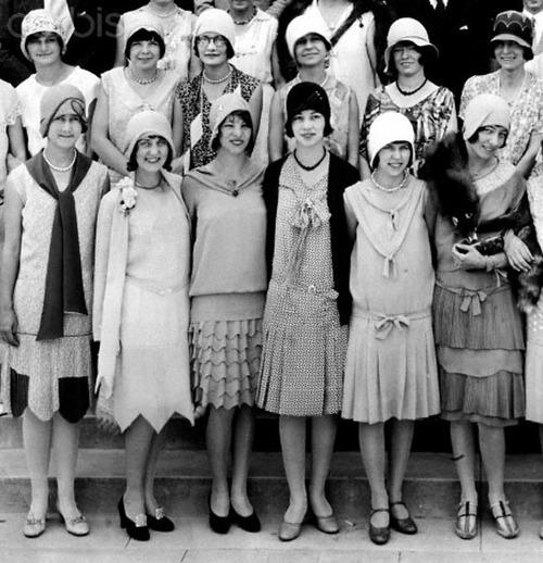 1920s and 30s The 1930s – the golden age of glamour for women's fashion often regarded as some sort of stop gap between the 1920s and the the 30s were nearing the.