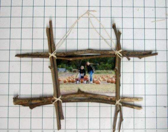 DIY rustic frame 7 DIY Gifts Your Kids Can Make (that people will be happy to receive!)