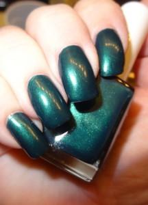 colormemonthly green nails