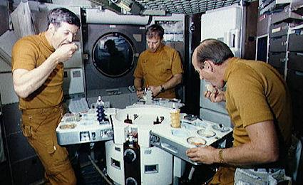 what do astronauts eat up in space - photo #25