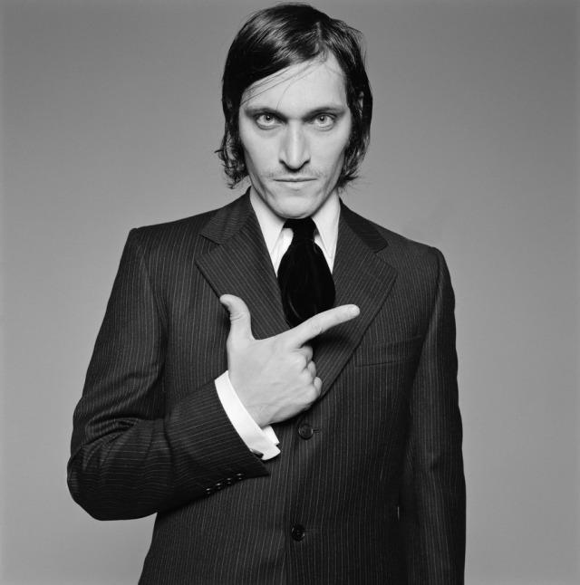 vincent-gallo-by-michel-comte-1993-L-pd2