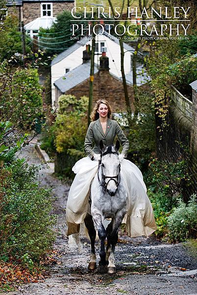 bride on horseback photoshoot (11)