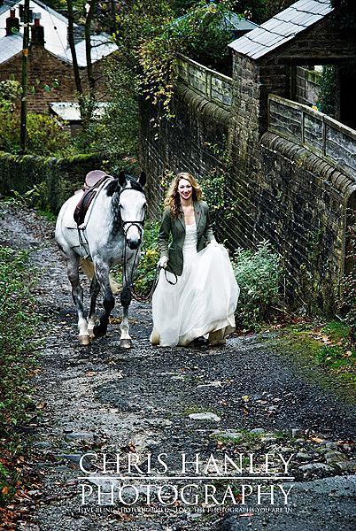 bride on horseback photoshoot (8)