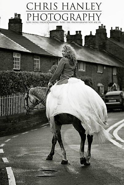 bride on horseback photoshoot (10)