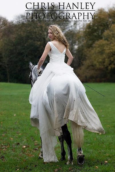 bride on horseback photoshoot (14)