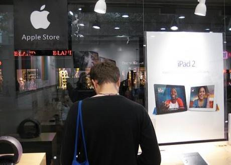 Fake Apple store found in Kunming City, China – so convincing, even employees believe it's real
