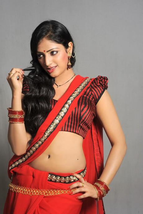 Hari Priya - Sexy in Saree Latest Hot Stills