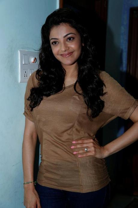 Kajal Agarwal Hot Back Show In Nayak Sexy Kajal Agarwal @ N...