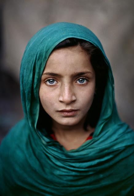 steve mccurry.  portrait of an afghan girl