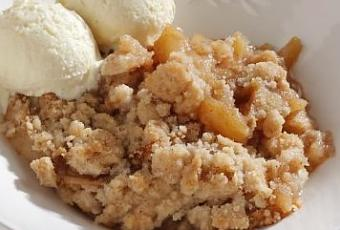 Vanilla Bean Ice Cream with Apple Crumble - Paperblog