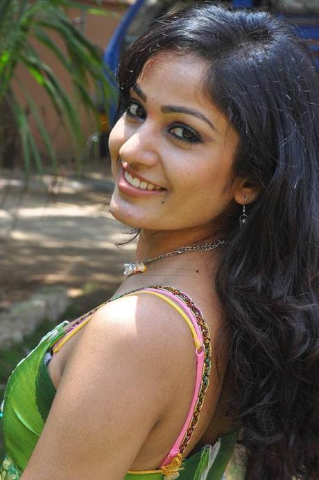 Madhavi Latha - Sexy Pics Cleavage Show