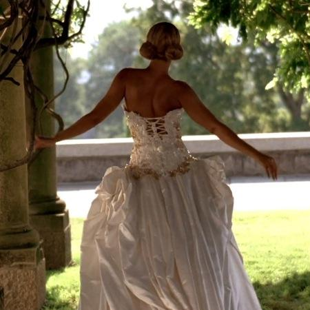 Wear beyonce 39 s wedding dress at your wedding paperblog for Beyonce wedding dress pictures