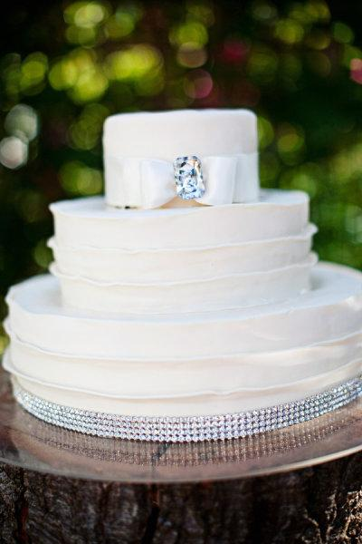 bling out wedding cakes blinged out wedding cakes paperblog 11922