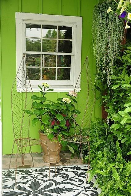 lime green as an outdoor paint color