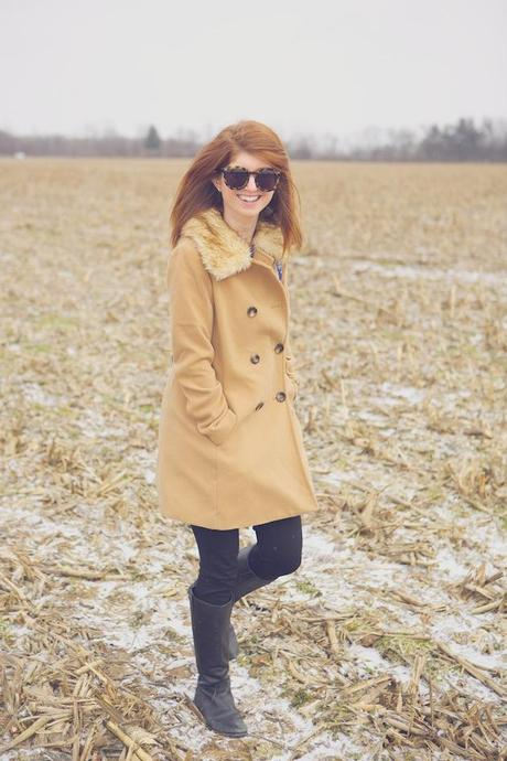 outfit: faux fur collar peacoat