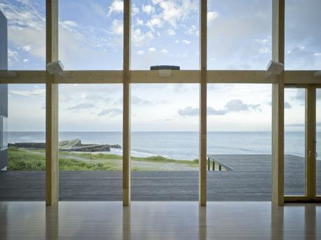 Seaside Boomerang by Atelier Haretoke Architecture 4