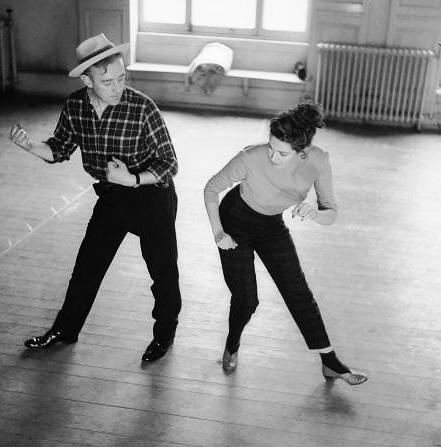 Alec Guinness and Yvonne De Carlo