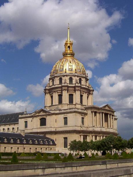 essay about paris in french Paris - fashion capitol of the in this essay, i will discuss how the paris  of distinction was popularized by the french court at versailles as early.