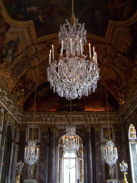 the palace of versailles essay Write a 750-1000 word report on versailles during the reign of louis xiv your report should include the layout, beauty, and dress of the palace.