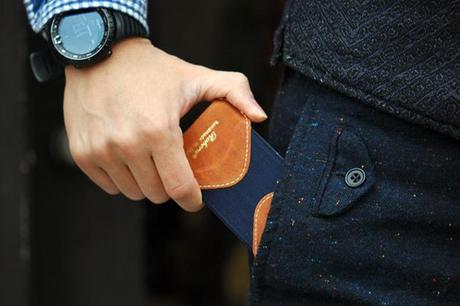 Roberu camel leather and elastic iphone case2