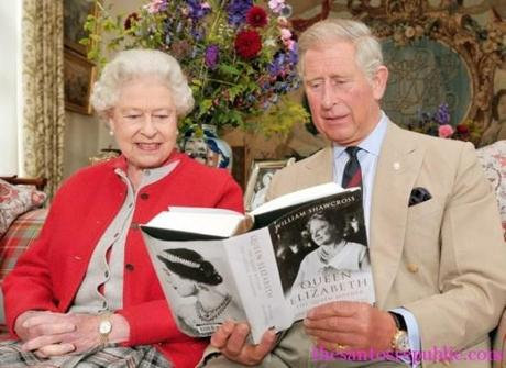 Prince-Charles-reading-to-Mummy-Queen-Elizabeth-at-home