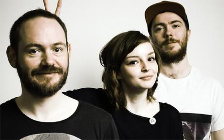 CHVRCHES 2 620x387 CHVRCHES MAKES US DROP EVERYTHING AND DANCE WITH NEW TRACK [STREAM]