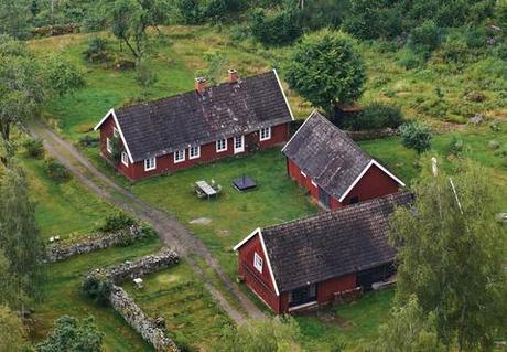 Modern 18th-century farmhouse in Sweden