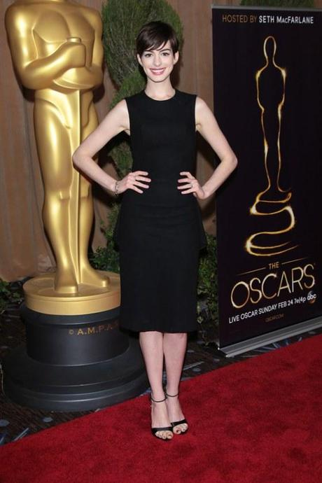 Anne-Hathaway-Oscar-shift-dress