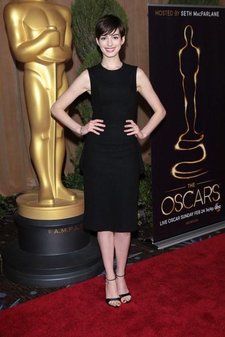 Anne-Hathaway-Oscar-shift-dress