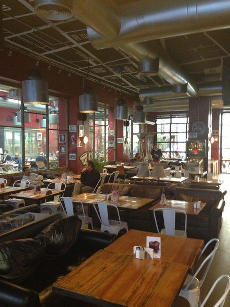 Hamra_Cafe_Beirut_Lebanon4