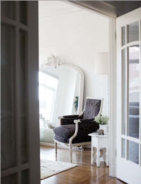 An elegant home in white and beautiful antiques.