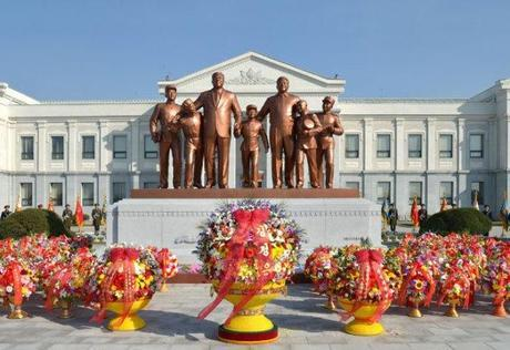 A statue of late DPRK founder and president Kim Il Sung and late leader Kim Jong Il unveiled on the campus of the Mangyo'ngdae Revolutionary School in Pyongyang on 16 February 2013 (Photo: Rodong Sinmun)