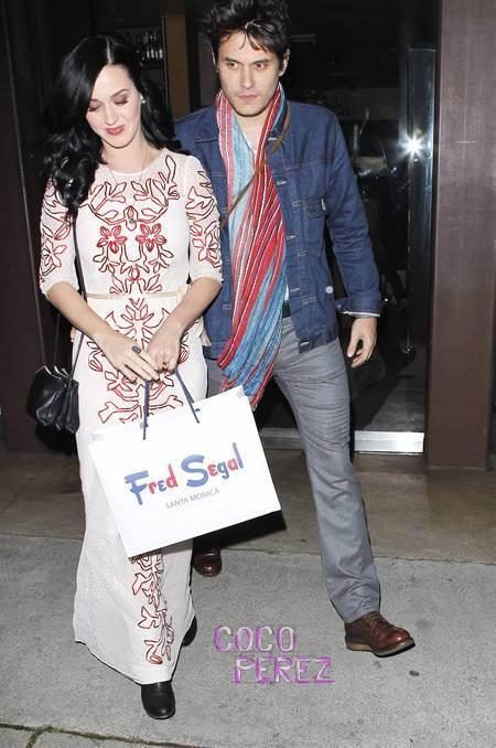 katy-perry-john-mayer-engagement-ring-valentines-day(2)__oPt